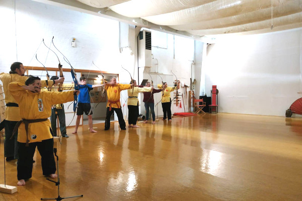 Intuitives Bogenschießen in der Kampfkunst-Akademie Stade